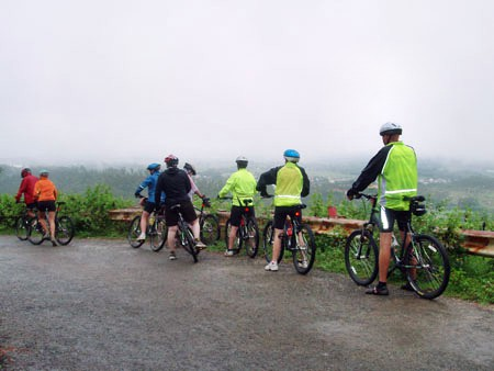 travel_laos_cycling